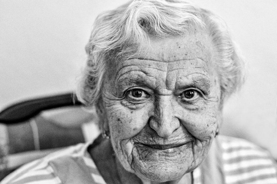 Fotografka Hana Morová v domově pro seniory