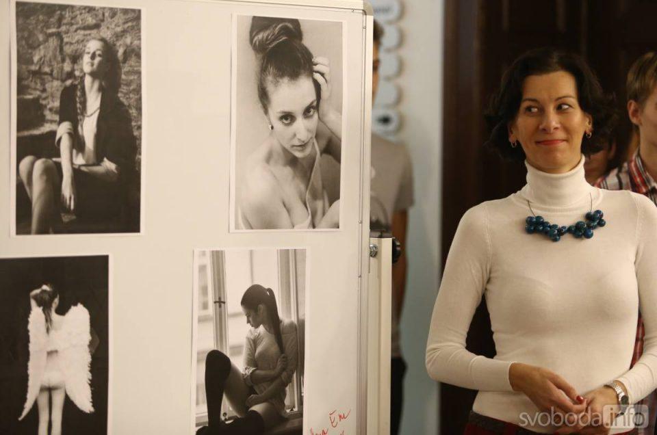 Svoboda.info - Výstava Hany Morové začala slavnostní vernisáží